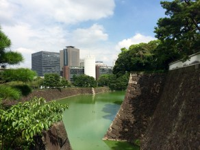 The Imperial Palace was bult on the former grounds of the Edo Castle, the seat of the shogun that ruled Japan till 1867