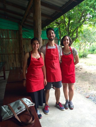 Jules, João and Alexandra proudly posing during their cooking lesson. Ready for Masterchef Thailand!