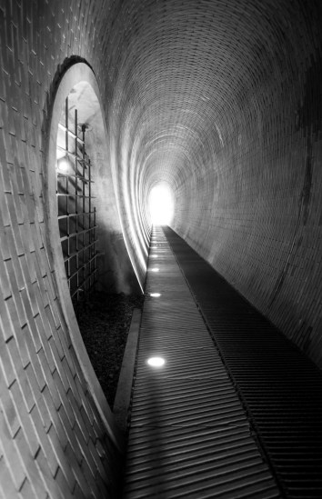 Pedestrian tunnel at the Dear Moat (16mm, 1/60s, f1.4, ISO 1600)