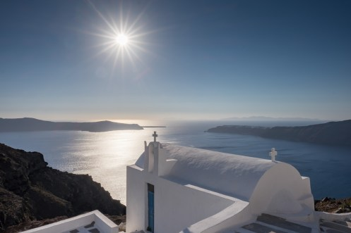 Greek Orthodox church in Fira, Santorini (16mm, two exposures at 1/500s & 1/1100s, f16, ISO 200)