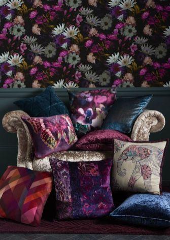 f6844078e15474b2b90206fef2a35e3a--floral-bedroom-dark-wallpaper