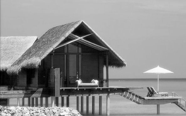 beautiful-beach-homes-black-and-white-photo-maldives