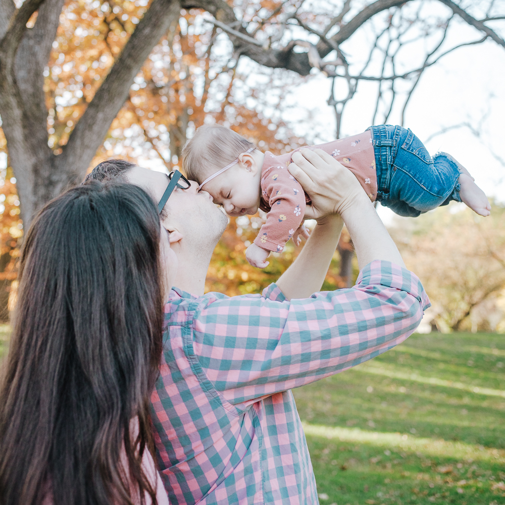 kissy time - lifestyle family session - new jersey
