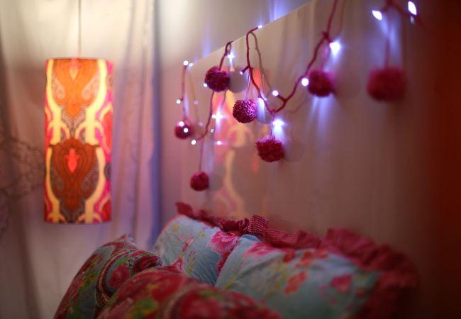 O fio de luz do Natal não precisa ir para o armário em janeiro. Essa é uma idéia para transforma-lo em algo que enfeite e alegre sua casa?