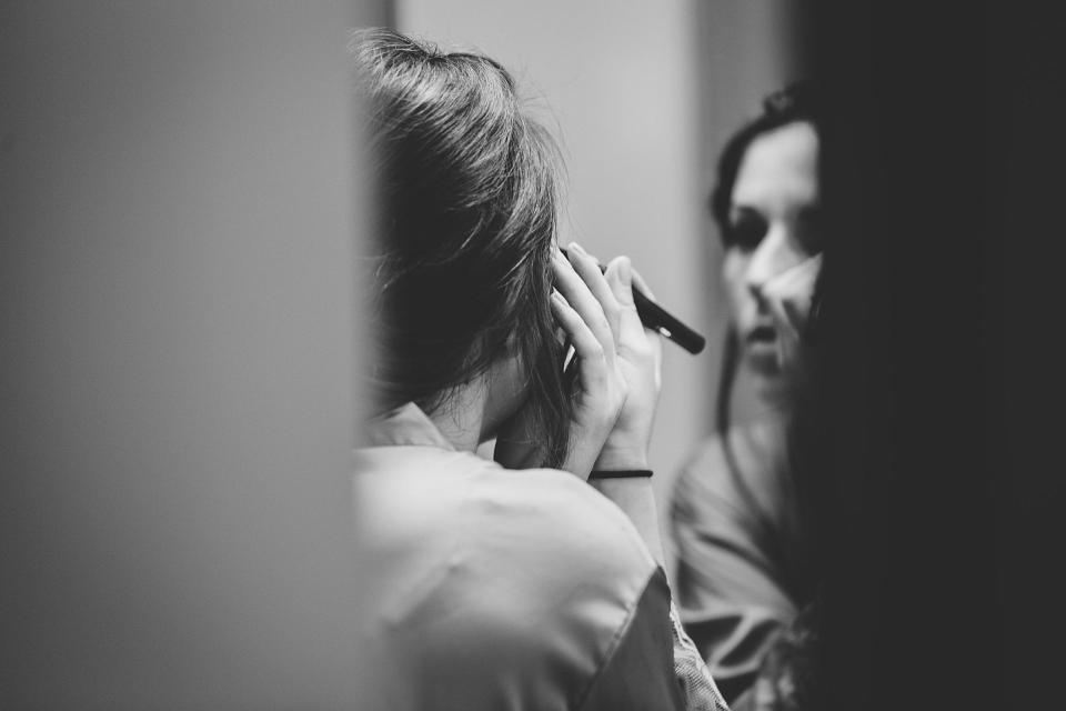 Omaha Wedding, Bride getting ready photographed by Juliana Montane Photography