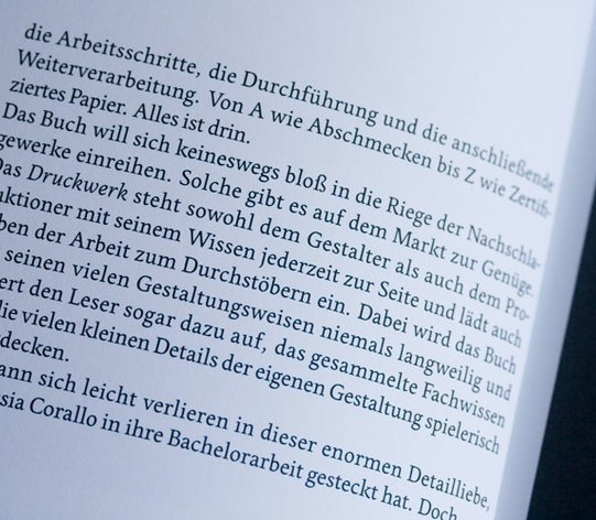 (http://fontsinuse.com/uses/7777/komma-magazine)
