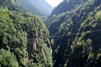 "Highline: ""12th crossing"" Länge:123m Land: Schweiz Ort: Martiny"