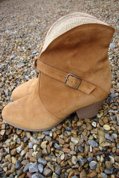 Sessun suede sheepskin-lined ankle boots