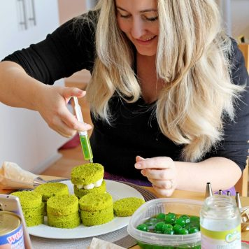 Julia making green mini cakes