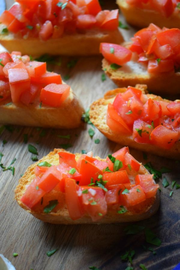 close up of the fresh tomato bruschetta