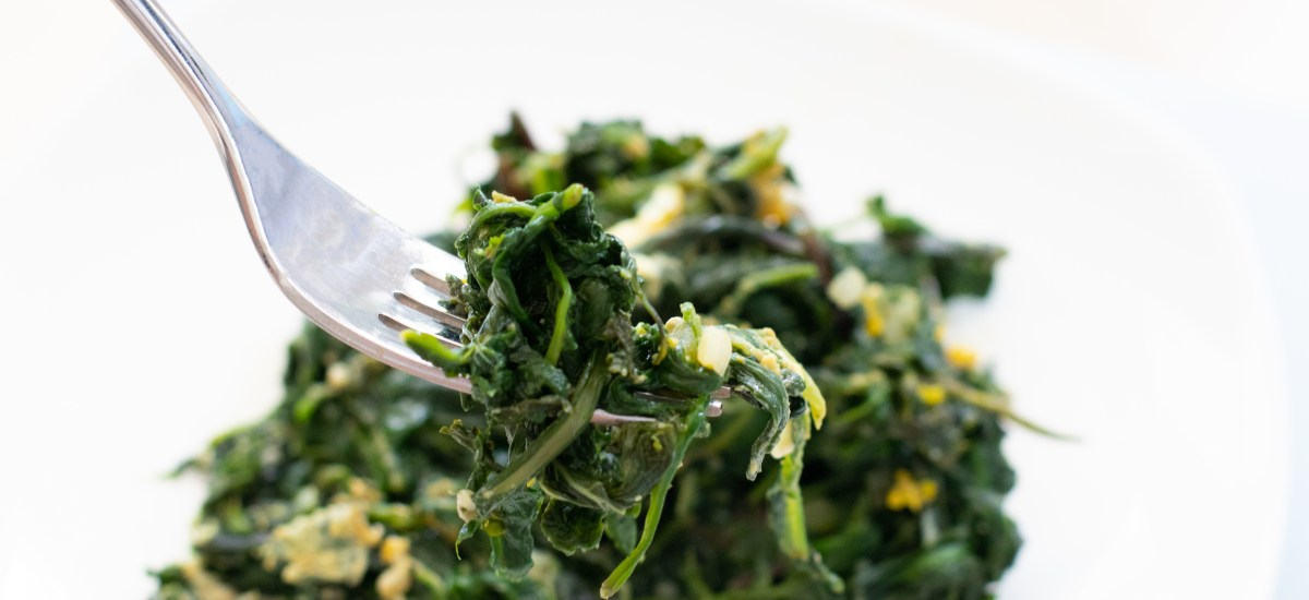 EGGY DANDELIONS AND SPINACH MIX
