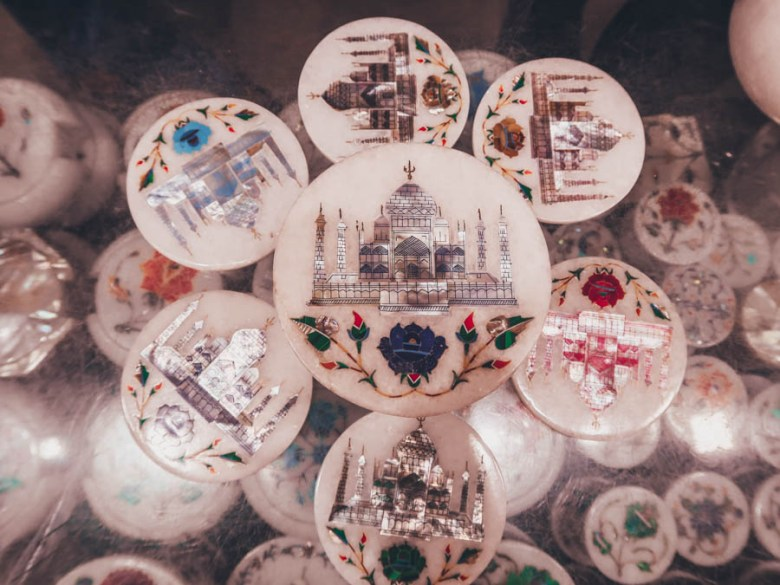 visit taj mahal souvenirs