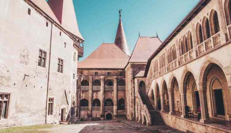 A 5-day Romania road trip: Castles, 2000-year-old ruins and natural wonders