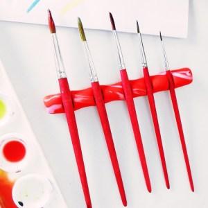 DIY für einen Pinselhalter aus Fimo. Das perfekte Geschenk für Künsterlinen und Maler. DIY Pinselablage ist eine praktische Hilfe für den Wasserkasten, Pinselaufbewahrung und Punseltasche