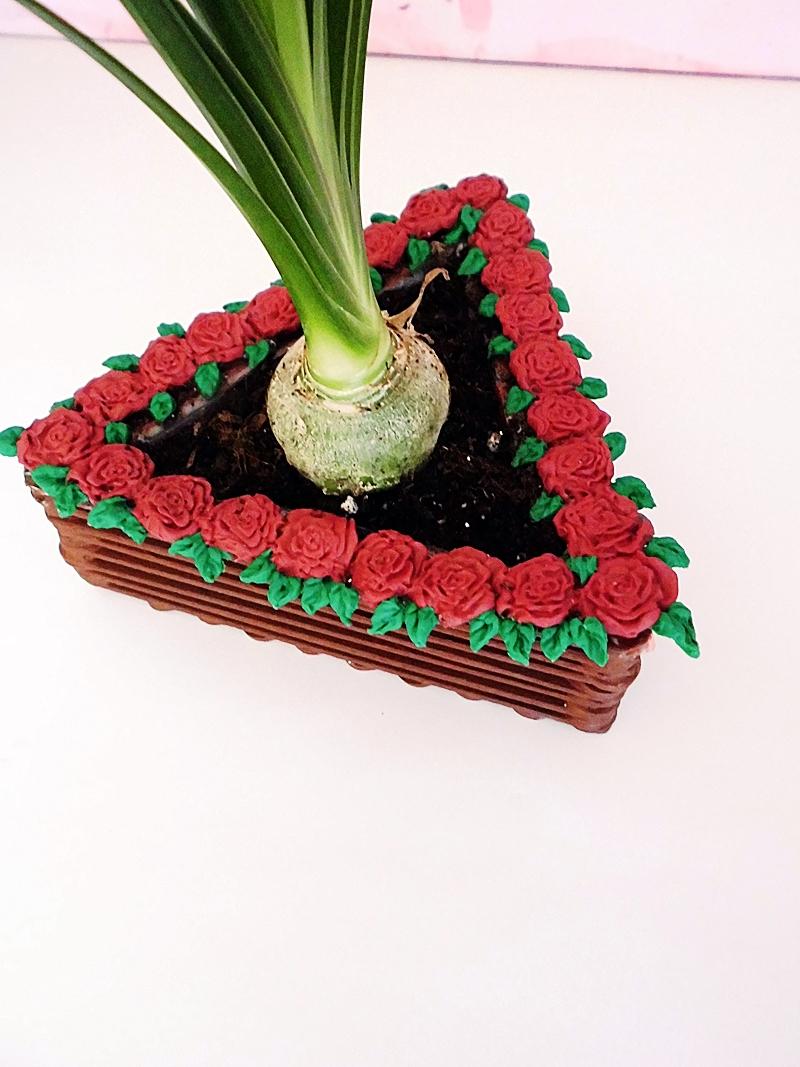 DIY Blumentopf aus Holzstäbchen mit Rosenverzierung - sehr günstiges DIY für dein zu Hause (9)