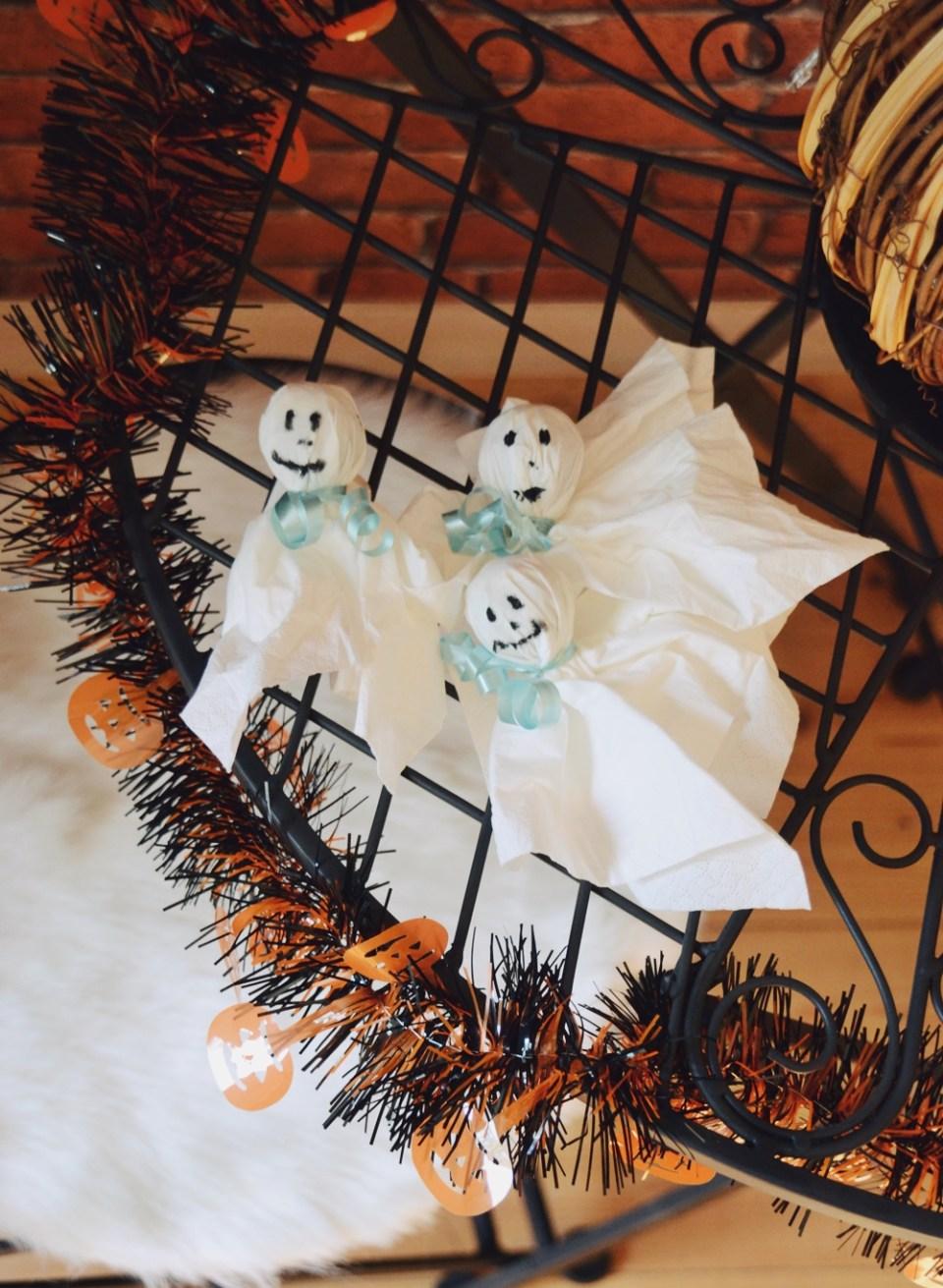 diy halloween ideen zum selber machen mit sachen die man zu hause hat, halloween party deko selber machen diy lolli geister (1)