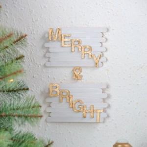 DIY basteln mit Eisstäbchen. Basteln mit Holzstäbchen und Blattgold für Weihnachten. Weihnachtsdeko basteln DIY Weihnachtsdeko Merry & Bright, DIY skandinavische Weihnachtsdekoration basteln Ideen, DIY Popcycle-Sticks ideas