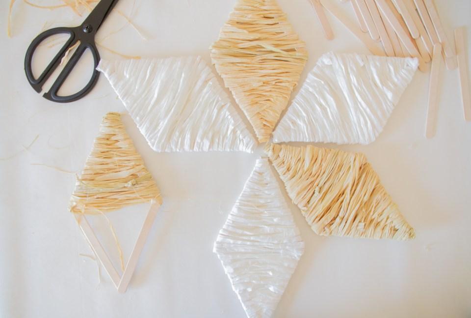 DIY Deko aus Bast Stern in weiß und natur