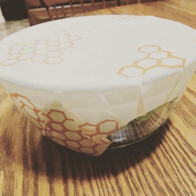 juliecache put bees wrap on a glass bowl