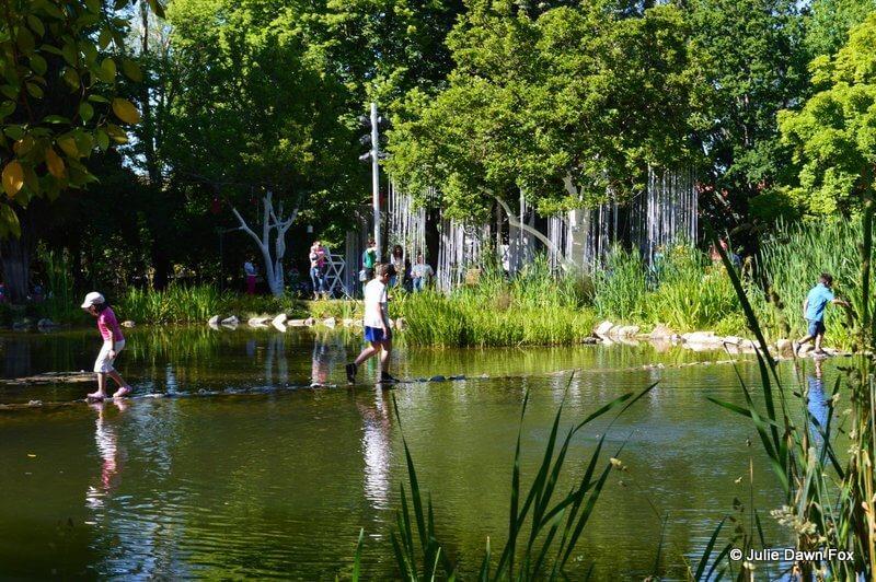 Stepping stones in Parque Aquilina Ribeiro, Viseu