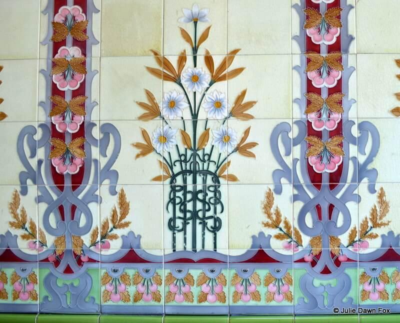 Art Nouveau ceramics, Avenida Central, Braga