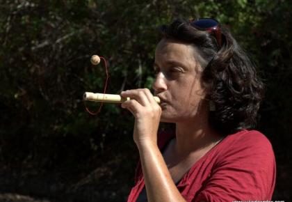 Ana Silva demostrates the magic ball cane toy, cane workshop, Querença, Loulé, Portugal. Photography by Julie Dawn Fox