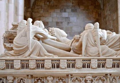 Detail of tomb of Inês wearing crown, Alcobaça. Photo © Carolyn Miller