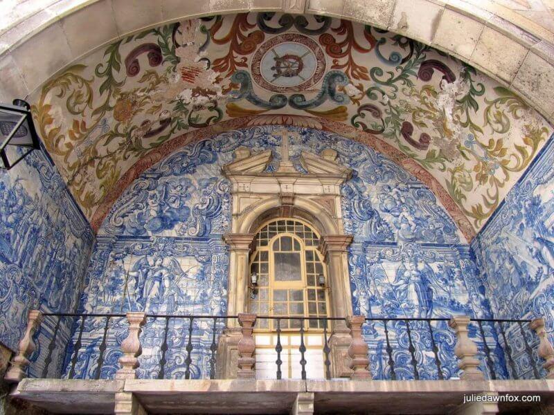 Azueljos and painted archway, Porta da Vila, Obidos