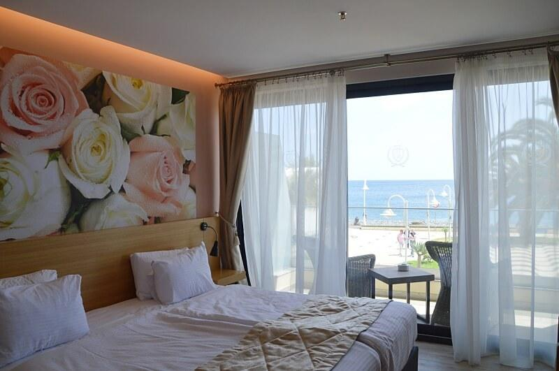 Santa Cruz Hotel, with bedrooms overlooking the ocean