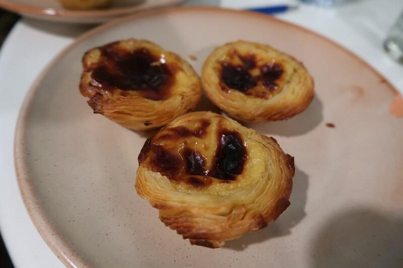 Tray of freshly baked pastéis de nata. Pastelaria Batalha in Lisbon