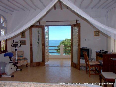 bedroom to sea