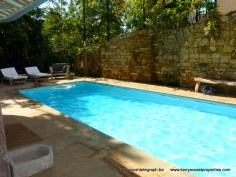 pool-wall-sunbeds