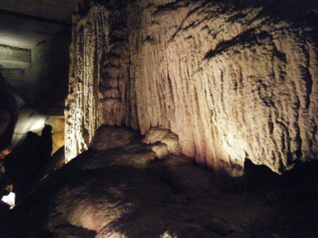 howe_caverns