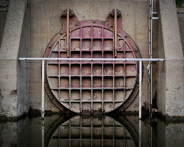 I guess this is where the cleaned waste water comes out. I liked the reflection