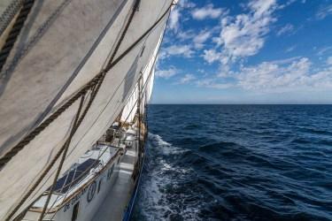 De Gallant navigue en mer du nord, vu depuis la bôme de grand voile.