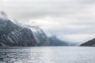 Lysefjord sous les nuages, Norvège.