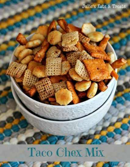 Taco Chex Mix ~ Spice up your favorite snack mix! via www.julieseatsandtreats.com #recipe #snackmix