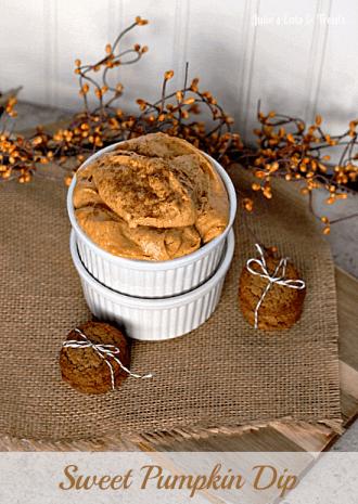 Sweet Pumpkin Dip ~ Full of all the amazing flavors of fall! via www.julieseatsandtreats.com