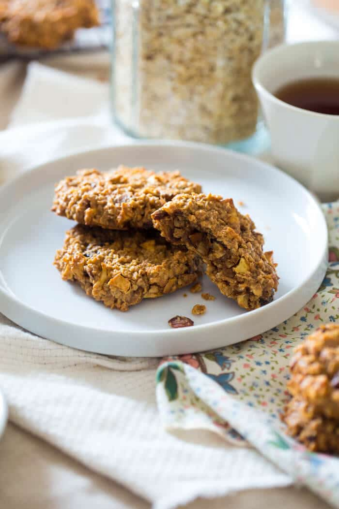 Apple Raisin Oatmeal Breakfast Cookies - These easy, one-bowl breakfast cookies are made with oatmeal, apples, raisins and almond butter for a healthy, vegan breakfast, perfect for busy mornings!   Julieseatsandtreats.com  