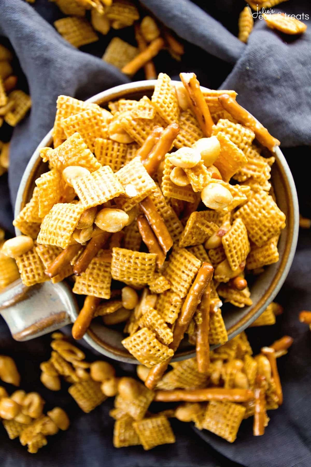 Caramel Chex Mix ~ The Perfect Blend of Sweet & Salty in this Snack Mix! Plus it's Perfect for Parties! Loaded with Chex, Peanuts, Pretzels and Coated in a Caramel!