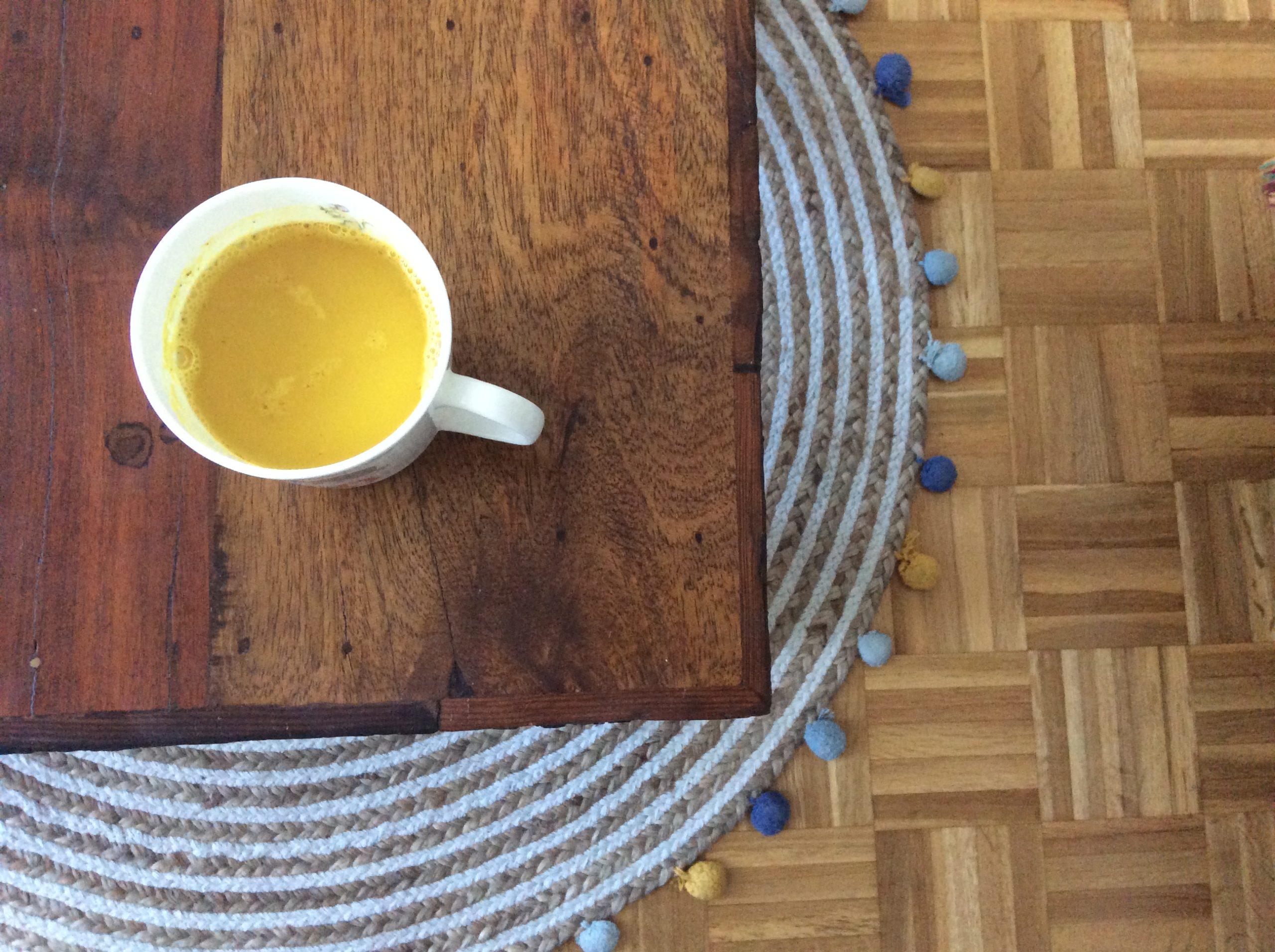 Latte curcuma épices