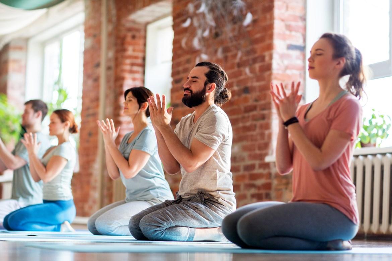 Yoga Lyon - Cours de hatha Yoga pour débutants à Lyon - Hatha yoga en ligne et à distance avec Juliette Marchal