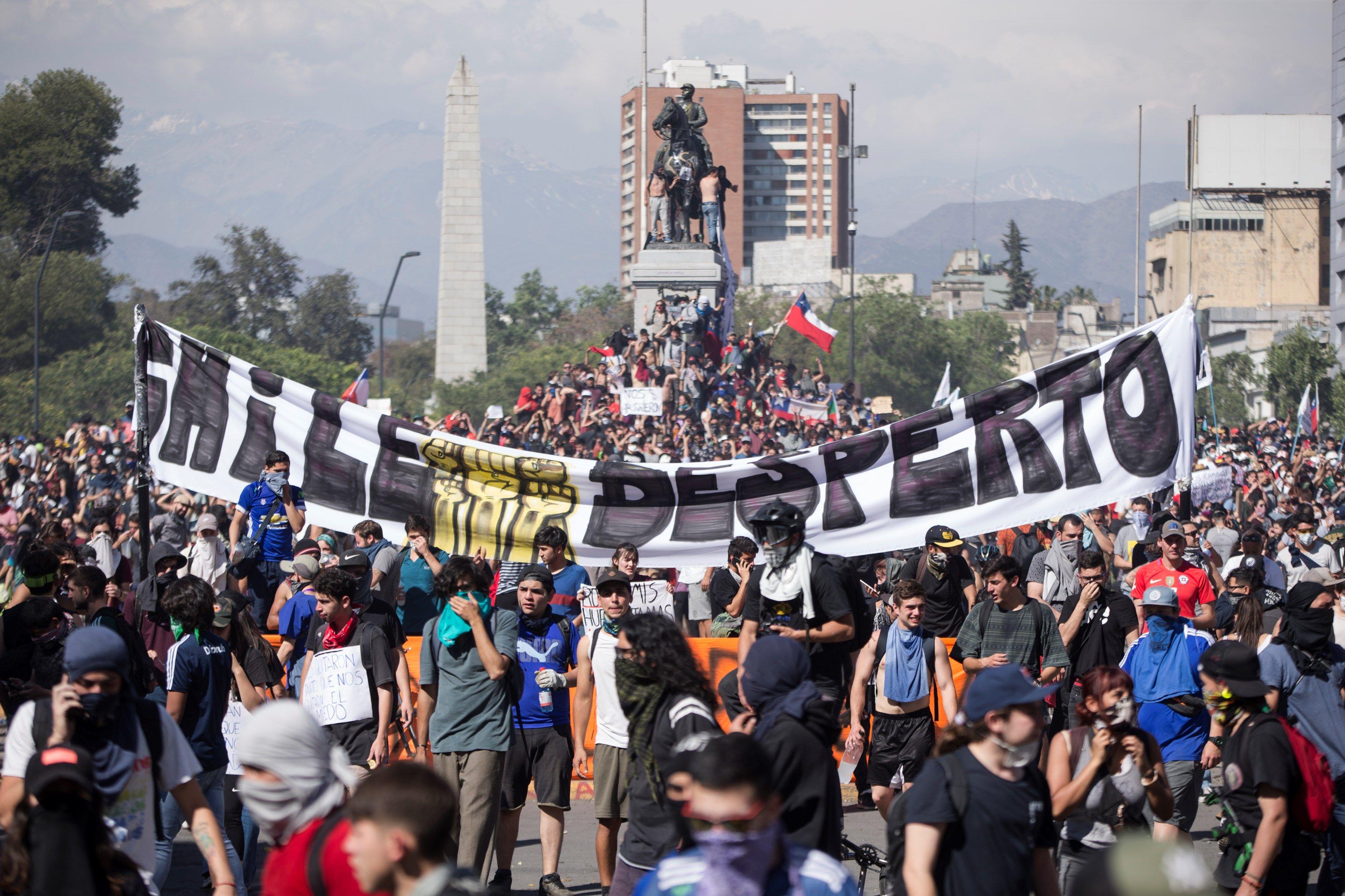 Protestas en Santiago de Chile | Foto Alberto Valdes / Agencia EFE