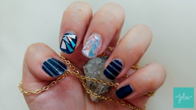 Holographic Shattered Glass Nails: Tutorial