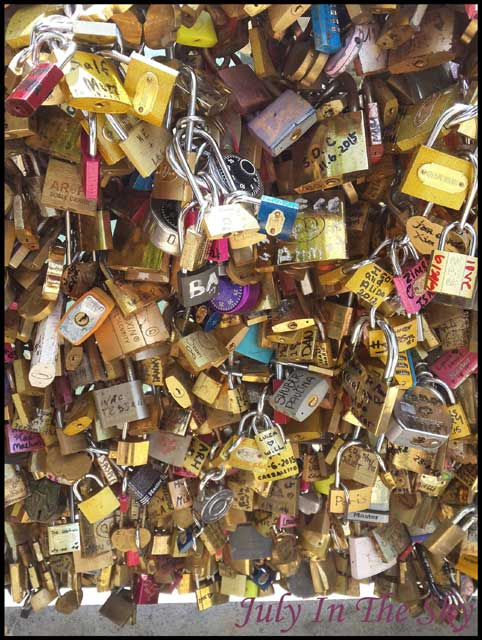 July In The Sky : blog beauté voyage paris métropole été cadenas pont des arts