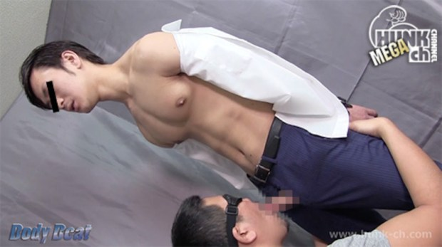 HUNK CHANNEL – BEAT-0016 – 若いリーマンが男の顔にザーメンのマーキング