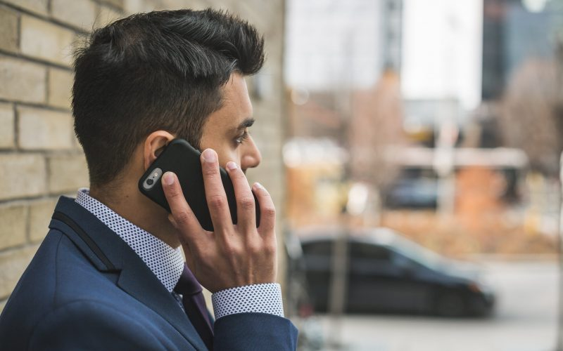 """Hate Calling Strangers? Here's How I Overcame The Fear Of """"cold Calling"""""""