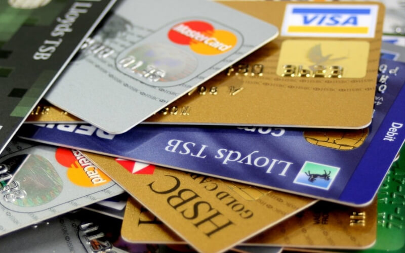 7 Hidden Credit Card Benefits Most Sri Lankans Didn't Know Existed!