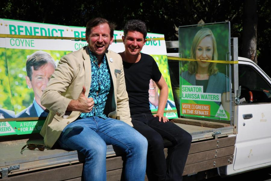 Youre+a+pal+and+a+confidant%3A+Benedict+Coyne+with+Scott+Ludlam+at+a+community+picnic+in+Murrumba+Downs