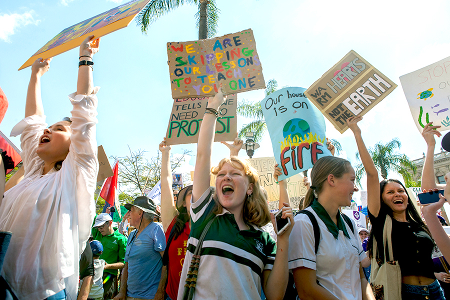 Students+and+their+supporters+gathered+to+send+a+message+to+pressure+the+government+to+undertake+immediate+climate+action.+Photo%3A+Athena+Zelandonii.